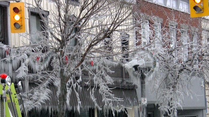 Freezing Rain Powers Off Electricity in Cornwall Ontario – Power Returns for Thousands of Residents JAN 4, 2015