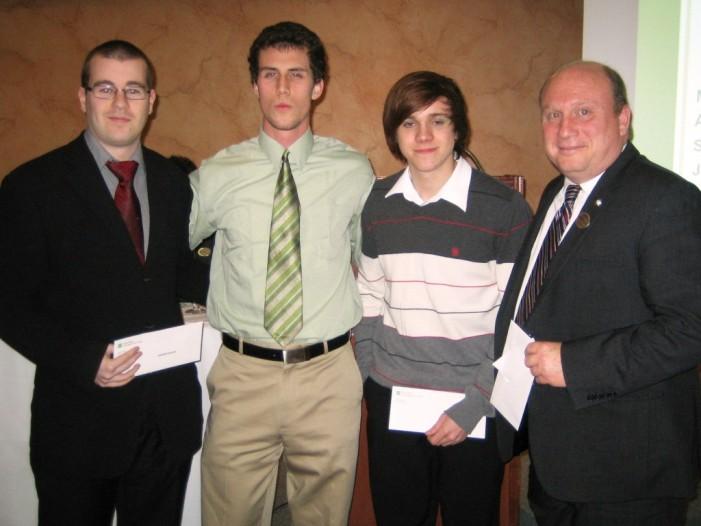 La Caisse populaire de Cornwall remet 2 000$ en bourses d'études – Nouvelles en français avec David Grégoire 17 Avril, 2011