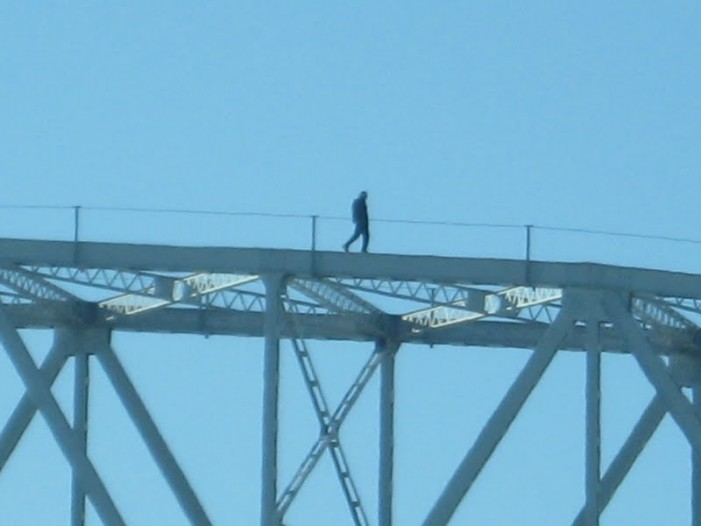 Man on Bridge Between Cornwall Ontario and Akwesasne Stops Traffic –  December 19, 2011
