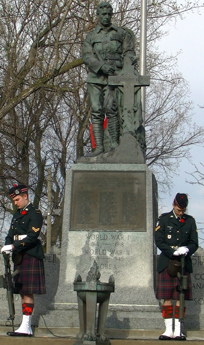 SD&G Highlanders Lead Remembrance Day 2012 in Cornwall Ontario