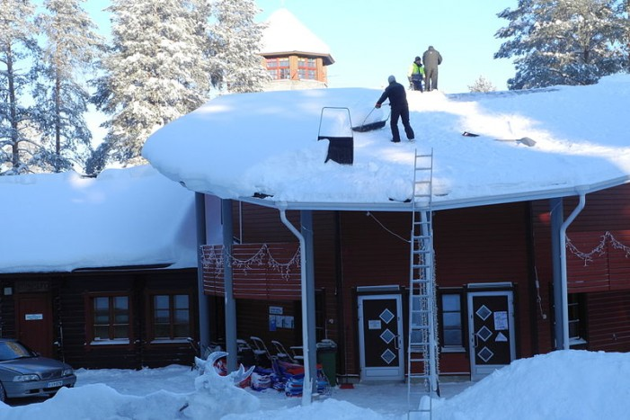 Is Your Roof Full of Snow?  Melt Off Could Cause Collapse!  January 8, 2013