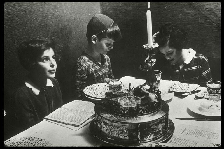 Ahawah_Children's_Home,_Berlin;_Passover_Seder_Table