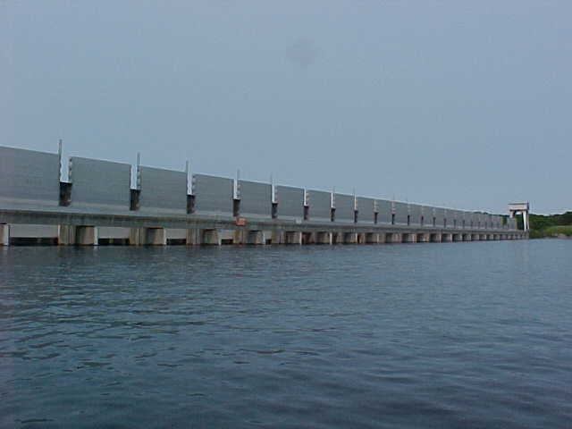 ST.LAWRENCE RIVER – IROQUOIS Ontario  DAM GATES  TO BE LOWERED May 15, 2013