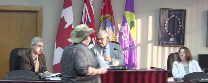 Cornwall Ontario Mayor Bob Kilger Tries to Flee Before He & City Served in Panic Button Lawsuit via CFN