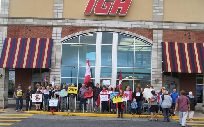 Protest at St. Lambert IGA as Manager Suspended – Meaghan Moran Louise Menard June 29, 2013