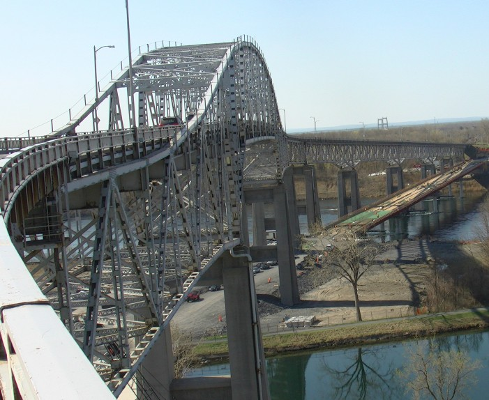 Cornwall Police Services Notify Public that the Seaway International Bridge in Cornwall Ontario is CLOSED Aug 13, 2014 UPDATED