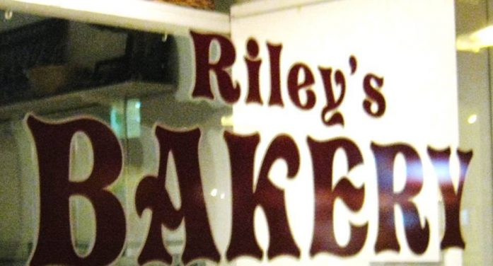 Thieves Nab ATM At Riley's Bakery in Cornwall Ontario DEC 9, 2016