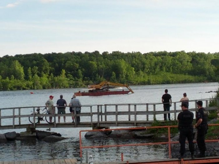 Boat Sinks During Bridge Demo in Cornwall Ontario VIDEO June 22, 2015