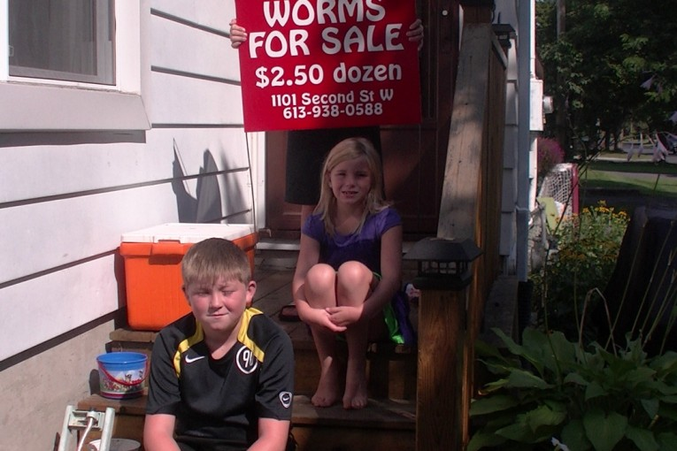 City Hall in Cornwall Ontario Shuts Down Worm Selling Kids – Threatens $240 per Day Fines!  JULY 27, 2015 #cwlpoli
