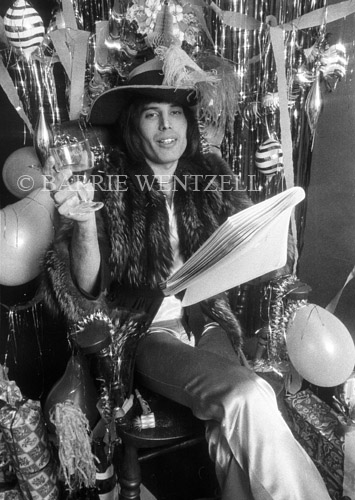 Freddie-Mercury-1974-1232C_34