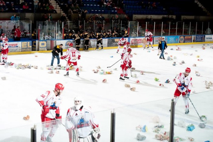 Over 1,000 Fans Come Out for River Kings Teddy Bear Toss in Cornwall Ontario  DEC 20, 2015