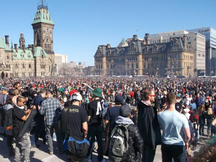 420 in Ottawa Pulls in Nearly 10,000 People including Thomas Mulcair by Roy Berger APRIL 20, 2016