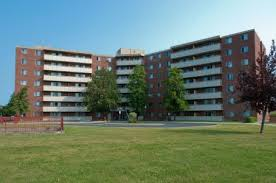 Cornwall Police Silent on Alleged Bloody Attack @ Lorneville Apts in Cornwall Ontario 100819 #cps